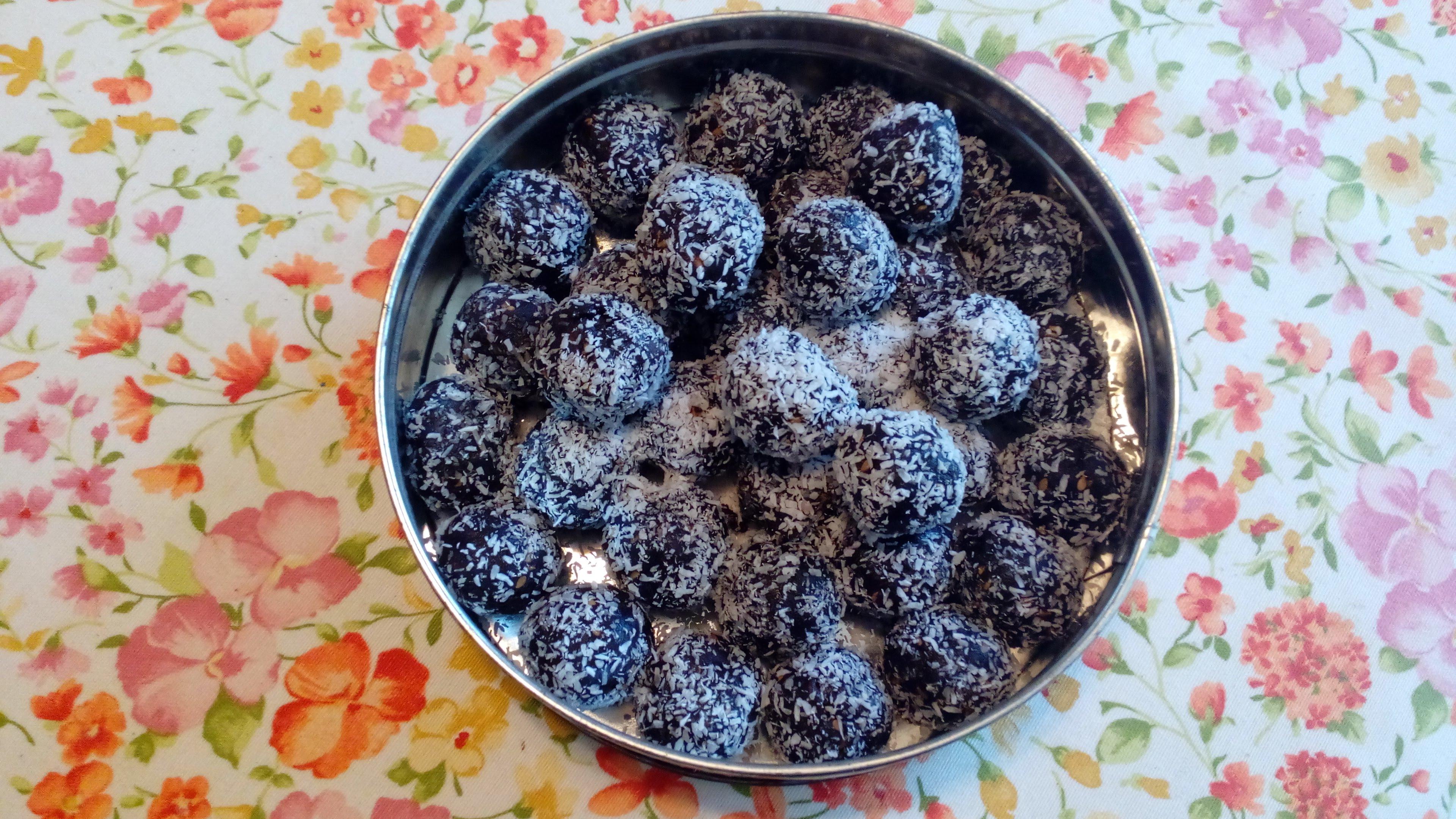 Chocolate sesame date balls (vegan and gluten-free ...